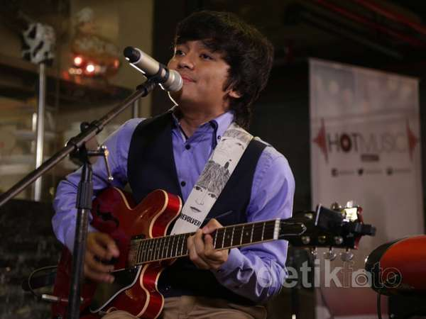 Calvin Jeremy Tampil Intim di 'Friday Hot Music'