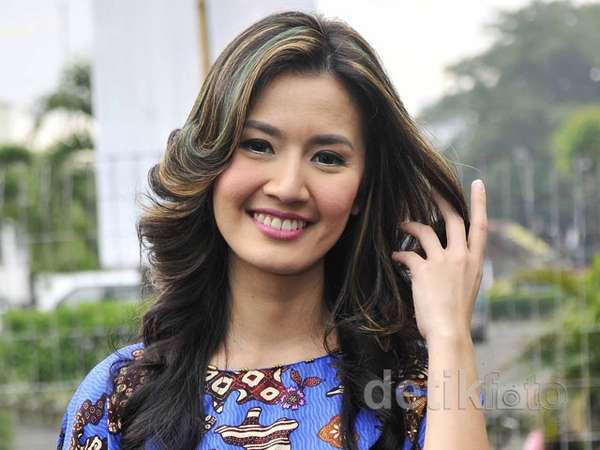 Rambut Emas-Hijau Asty Ananta