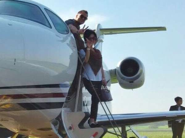 Makin Intim... Syahrini dan Dash Berlin Naik Jet Pribadi ke Yogyakarta