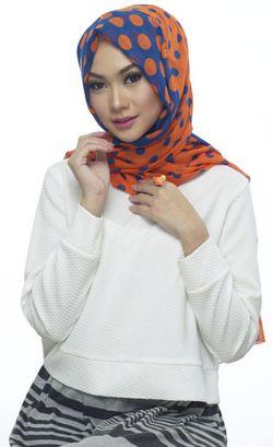 Tutorial Hijab ala Wanita Turki dengan Polyester Scarf