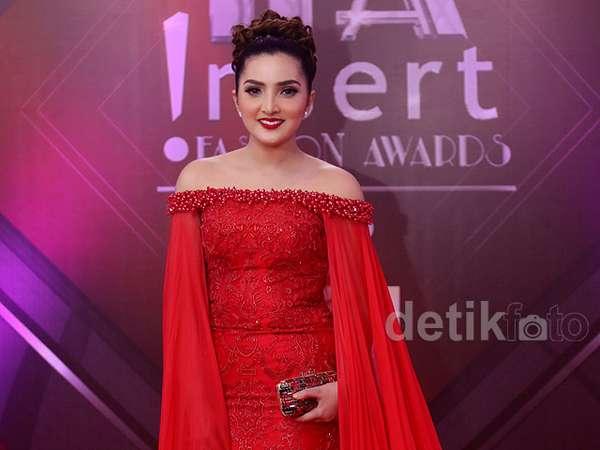 Ashanty Merah Mempesona di !nsert Fashion Award 2015