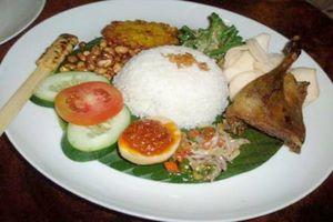 Nasi Campur Bali yang Komplit Sedap dengan Beragam Lauk Pauk