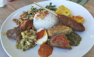 Sedang di Bali? Yuk, Cicipi Nasi Campur yang Sedap Ini