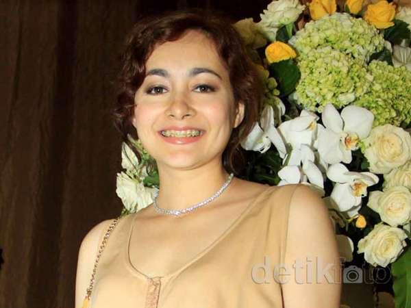 Dewi Rezer Tetap Singset di Usia 34