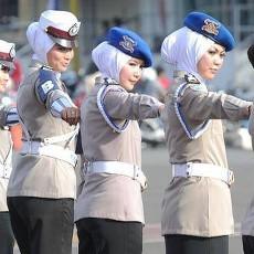 Mulai Hari ini Polisi Perempuan Boleh Memakai Jilbab
