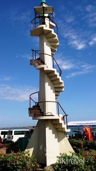 Lucap Wharf (Menara Suar)