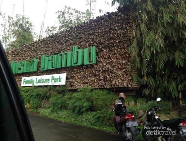 Pintu Gerbang Dusun Bambu Leisure Park