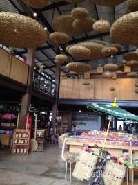 Tempat Penjualan Souvenir dan Makanan yang di design unik