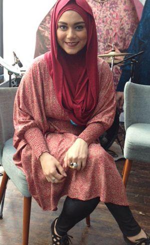 Rilis Karya Perdana, Brand Busana Muslim Azza Gandeng Seleb dan Blogger