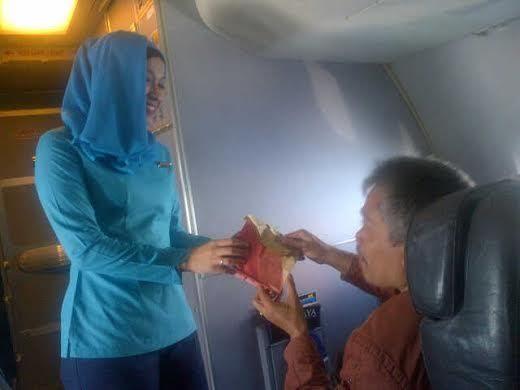 Kecantikan Pramugari Berhijab di Maskapai NAM Air