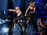 Kolaborasi Madonna dan Taylor Swift di iHeartRadio Music Awards 2015