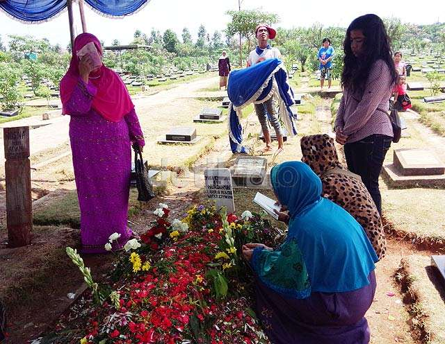 Makam Olga Syahputra Masih Ramai Dikunjungi Pelayat