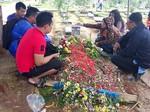 Foto: Pelayat Masih Padati Makam Olga Syahputra