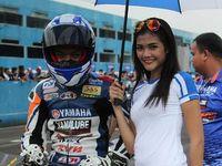 Intip Keceriaan Gadis Payung Yamaha, Yuk!