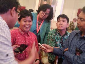 Ketika Jokowi Jadi Pembisik Anak Tuna Netra Saat Nobar Film di Istana