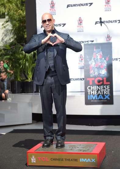 Vin Diesel Cetak Kaki dan Tangan di Hollywood