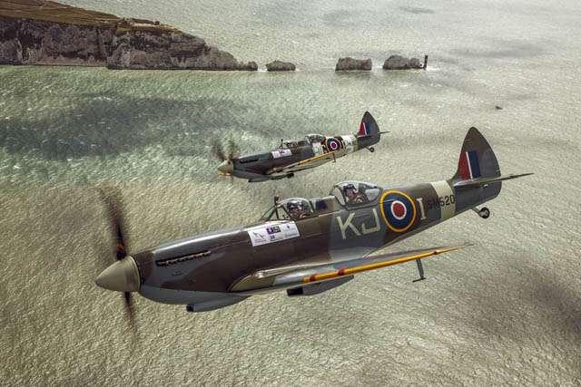 Selfie ala Pangeran Harry di Pesawat Tempur Spitfire