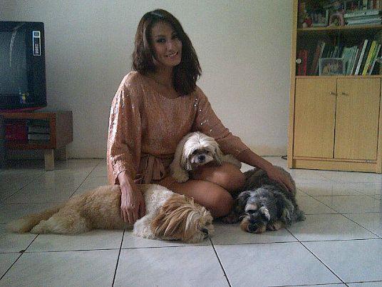 Kisah Model Cantik Davina yang Jadi Penyelamat Anjing Terlantar di Jakarta
