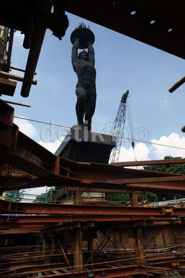 Patung Pemuda yang Melayang Dikembalikan Seperti Semula Setelah MRT Selesai