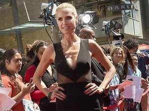 Dress Hitam Berkilau Heidi Klum
