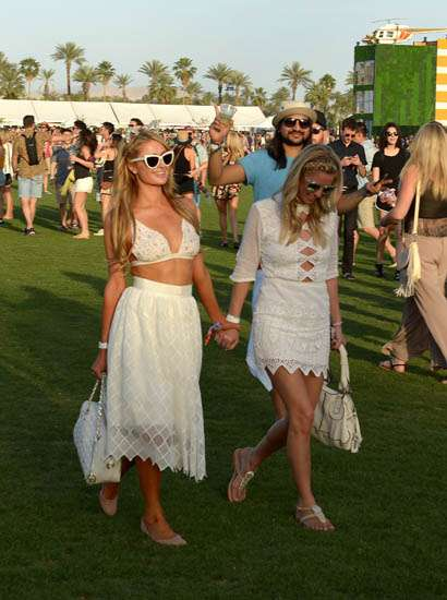 Party Time! Paris dan Nicky Hilton Kompak di Festival Coachella