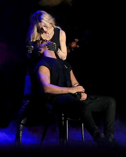 Madonna dan Drake Ciuman di Panggung Coachella, Ini Fotonya!