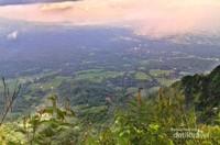 View dari Puncak Suroloyo