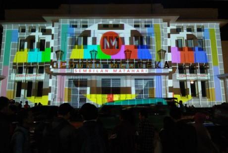Peringati 60 Tahun KAA, Sembilan Matahari Bikin Video Mapping Gedung Merdeka