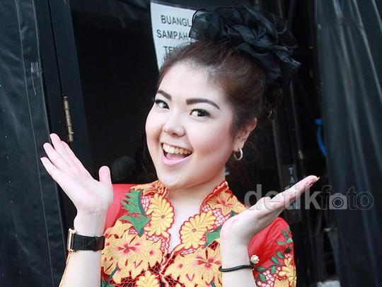 Tina Toon Berbunga-bunga di Hari Kartini