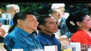 Gala Dinner KAA, Jokowi dan Jinping Duduk Bersebelahan dan Pakai Batik Senada
