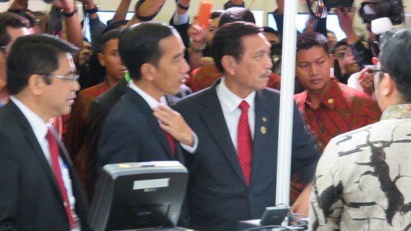 Presiden Jokowi ke Media Center, Wartawan Mancanegara Kaget