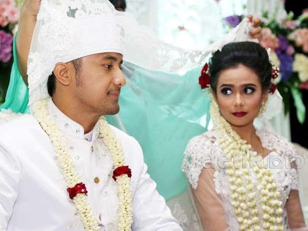 Suasana Akad Nikah Hengky Kurniawan dan Sonya Fatmala