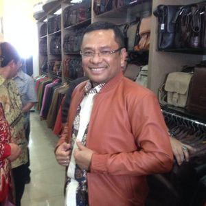 Datang ke Sentra Industri Kulit di Garut, Menperin Dibuatkan Jaket