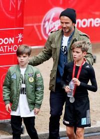 David Beckham mendukung penuh putranya, Romeo di ajang olahraga lari maraton. Steve Bardens/Getty Images/detikFoto.
