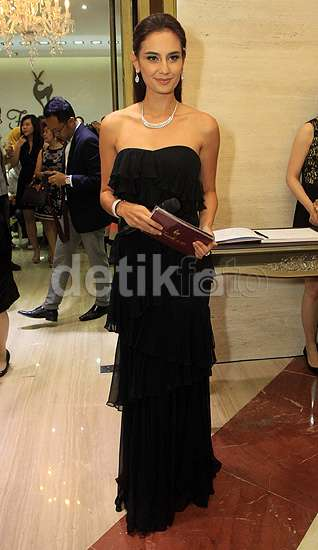 Marissa Nasution Elegan Bergaun Hitam
