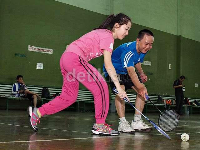 Asyiknya Main Badminton dengan Team T JKT48!