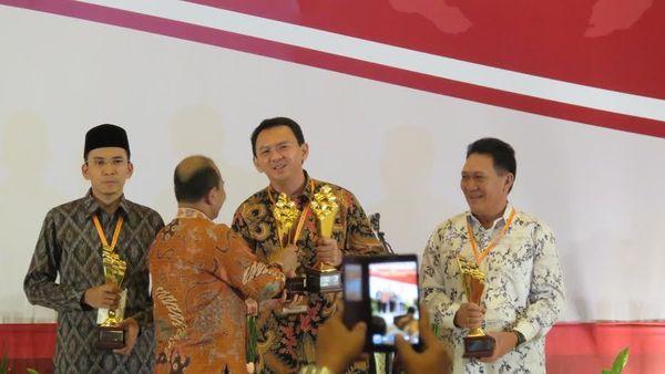 Bupati Banyuwangi Dapat Penghargaan Bappenas, Ahok Borong 2 Piala