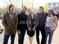 Film tersebut bercerita tentang pengalaman lima anak muda asal Tanah Air yang menimba ilmu di Negeri Kincir Angin.