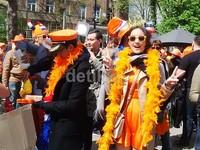Pengambilan gambar di Amsterdam juga berbarengan dengan momen King's Day.