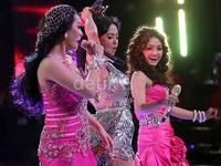 Tak sendiri, Depe tampak bersemangat saat tampil bersama Zaskia 'Gotik' dan Siti Badriah.
