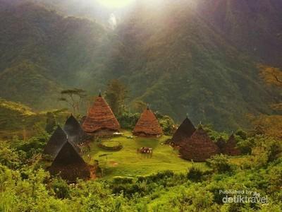 Wae Rebo & 4 Desa Cantik Paling Fotogenik di Indonesia