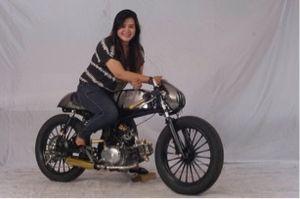 Modifikator Perempuan Eksis di Honda Modif Contest 2015