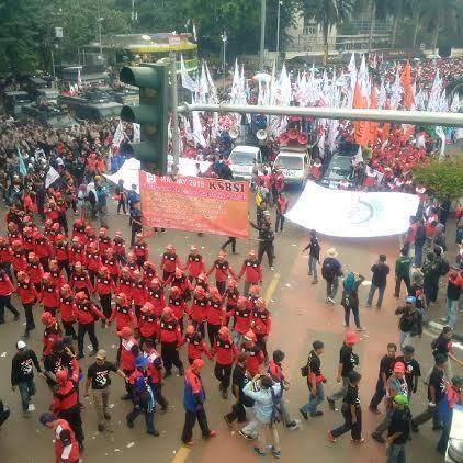 Dipenuhi Massa Buruh Rayakan Mayday, Bundaran HI Jadi Lautan Manusia