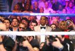 Beyonce Pamer Belahan Dada di Pertandingan Tinju