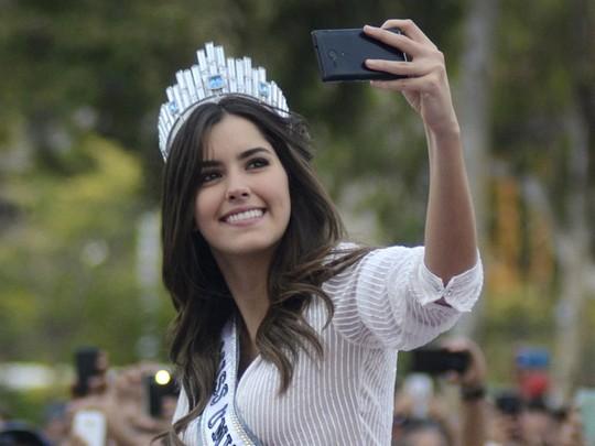 Selfie Cantik ala Miss Universe 2014 Paulina Vega