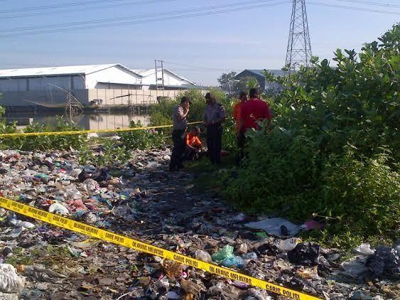 mayat wanita setengah telanjang ditemukan di pembuangan sampah
