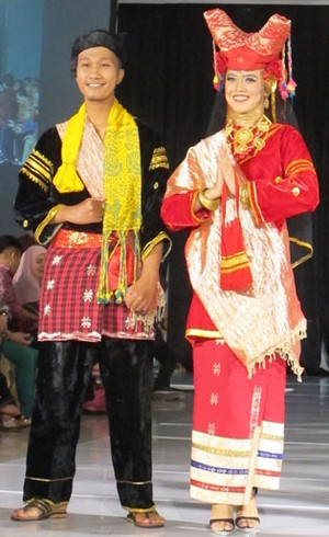 Foto: Warna-warni 16 Busana Pengantin dari Sumatera Barat (Bag. 2)