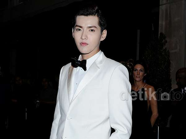 Bedak Tebal Kris eks EXO di After Party Met Gala 2015