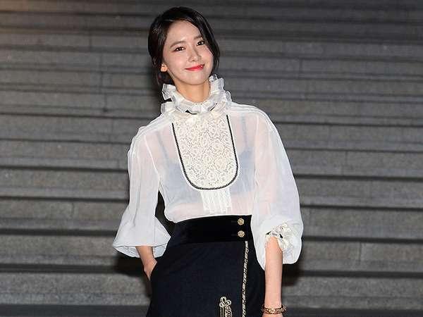 Berbaju Putih Menerawang, Yoona 'SNSD' Pamer Bra