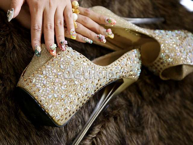 Ini Perhiasan Berlian Rp 1,7 Miliar Roro Fitria di Video Klip Terbaru